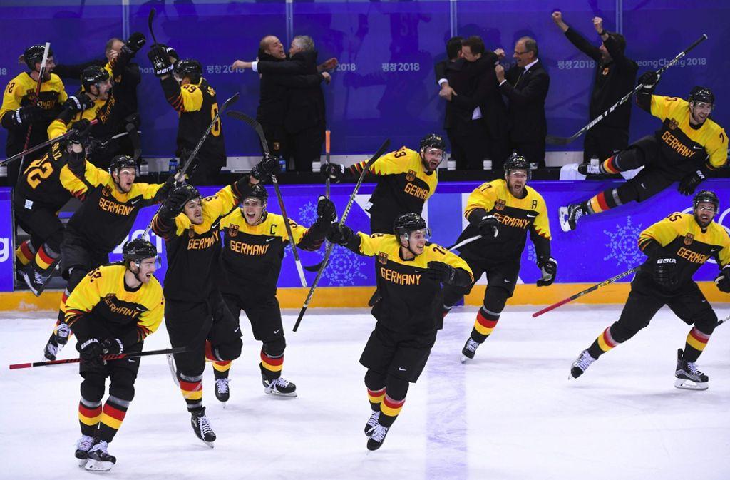 Historisch: Zum ersten Mal seit 1976 steht ein deutsches Eishockey-Team im Olympia-Halbfinale. Foto: AFP