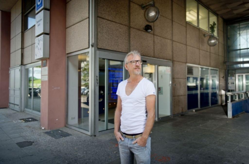 Heute Zahnarztpraxis, früher Koh-Bar: Reiner Bocka hat seinerzeit in dem Lokal  am Charlottenplatz Freunde fürs Leben gefunden. Foto: Martin Stollberg