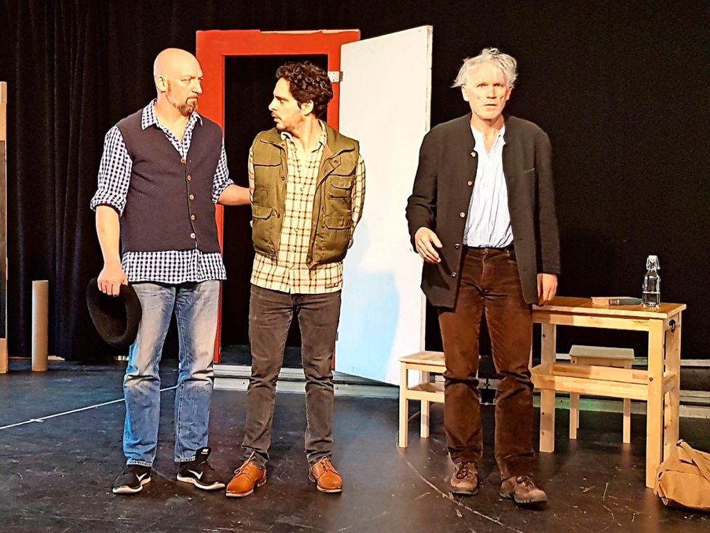 """Bei den Proben zum """"Brandner Kaspar"""" (von links): Christian Sunkel spielt den Simon, Jörg Pauly den Florian und Franz Xaver Ott spielt den Brandner Kaspar. Foto: Veranstalter"""