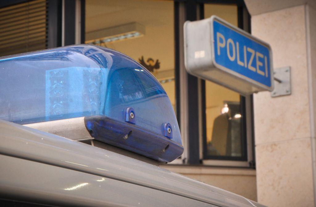 Die Polizei sucht nach einem nackten Autofahrer, der sich in Schorndorf gezeigt hat. Foto: geschichtenfotograf.de