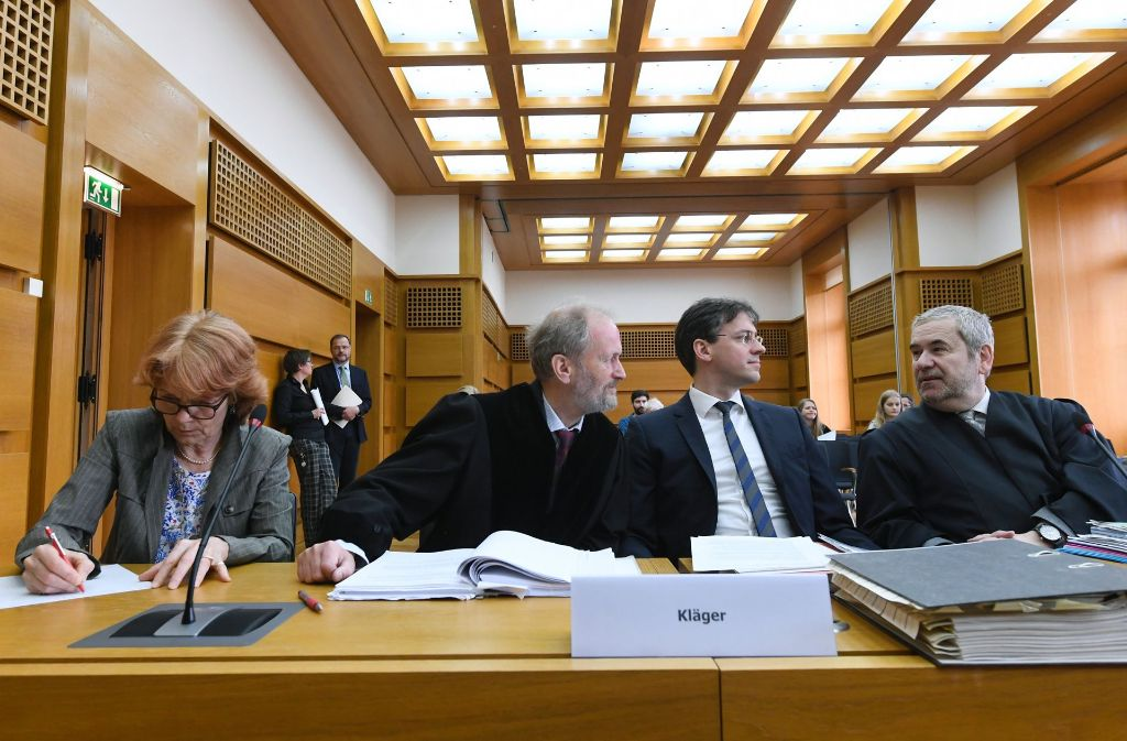 Eisenhart von Loeper (Zweiter von links, während eines Verfahrens vor dem Bundesverwaltungsgericht) fordert die Bahn-Aufsichtsräte auf, das Projekt Stuttgart 21 zu stoppen. Foto: dpa