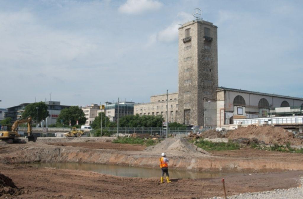 Im Mittleren Schlossgarten arbeitet die Bahn sich nun in die Tiefe. Foto: dpa