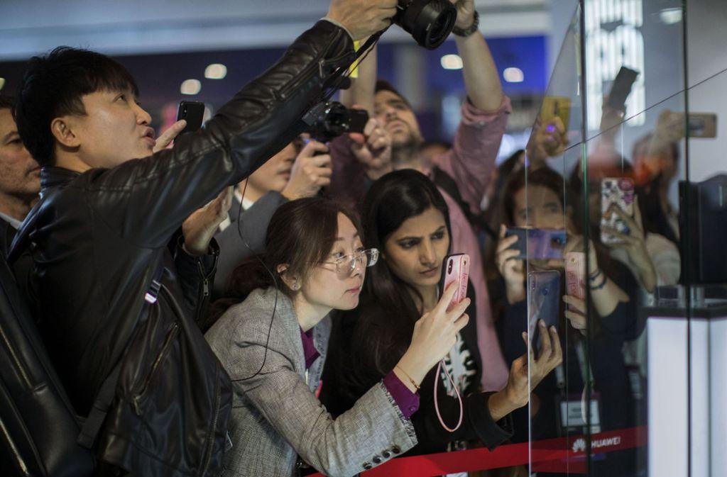In Barcelona drängen sich die Technik-Jünger. Foto: AP