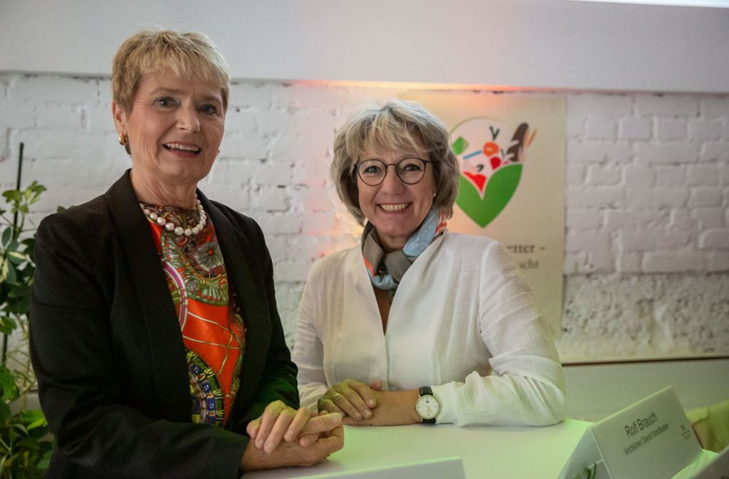 Gemeinsam im Kampf gegen Lebensmittelverschwendung: Staatssekretärin Friedlinde Gurr-Hirsch und SWR-Moderatorin Petra Klein. Foto: Lichtgut/Julian Rettig