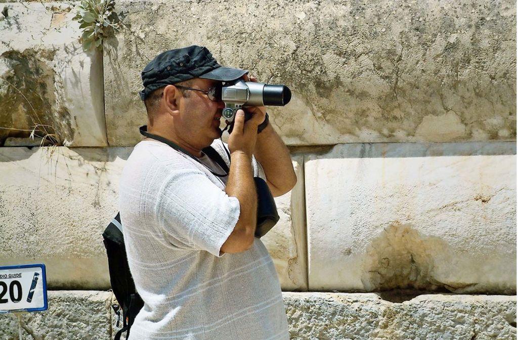 Tourist in Ephesus: Die Türkei ist als Reiseland  wieder beliebt. Foto: Caro/Hoffmann