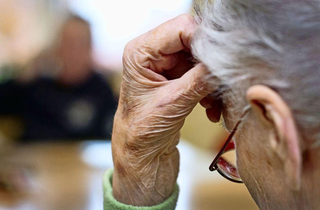 Bei Alzheimer funktionieren bestimmte neuronale Netzwerke im Gehirn nicht mehr richtig. Foto: picture alliance / dpa/Patrick Pleul