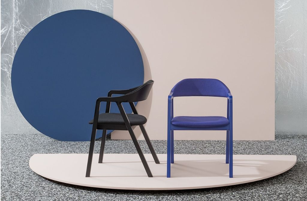 """Gepolsterter Loungesessel """"Layer"""" für die italienische Firma Billiani von dem viel gefragten Münchner Designer Michael Geldmacher. Auch hier wirkt das Prinzip des Minimalismus, das Geldmachers Entwürfe auszeichnet – weniger ist mehr. Foto: Hersteller"""