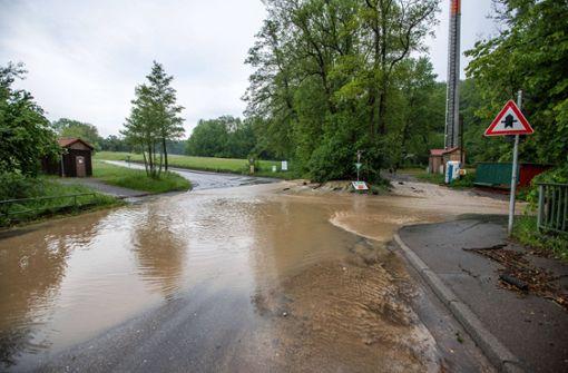 Straßen in Riedenberg wegen Starkregen gesperrt