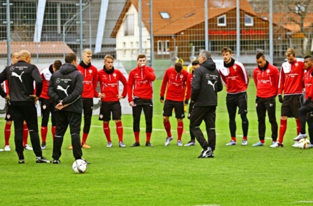 Jürgen Kramny bei seiner ersten Einheit mit den VfB-Profis am Mittwoch. Foto: Baumann