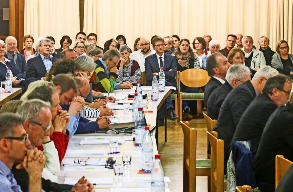Auch mehrere Dutzend Zuhörer sind zur Synode gekommen. Foto: factum/Granville