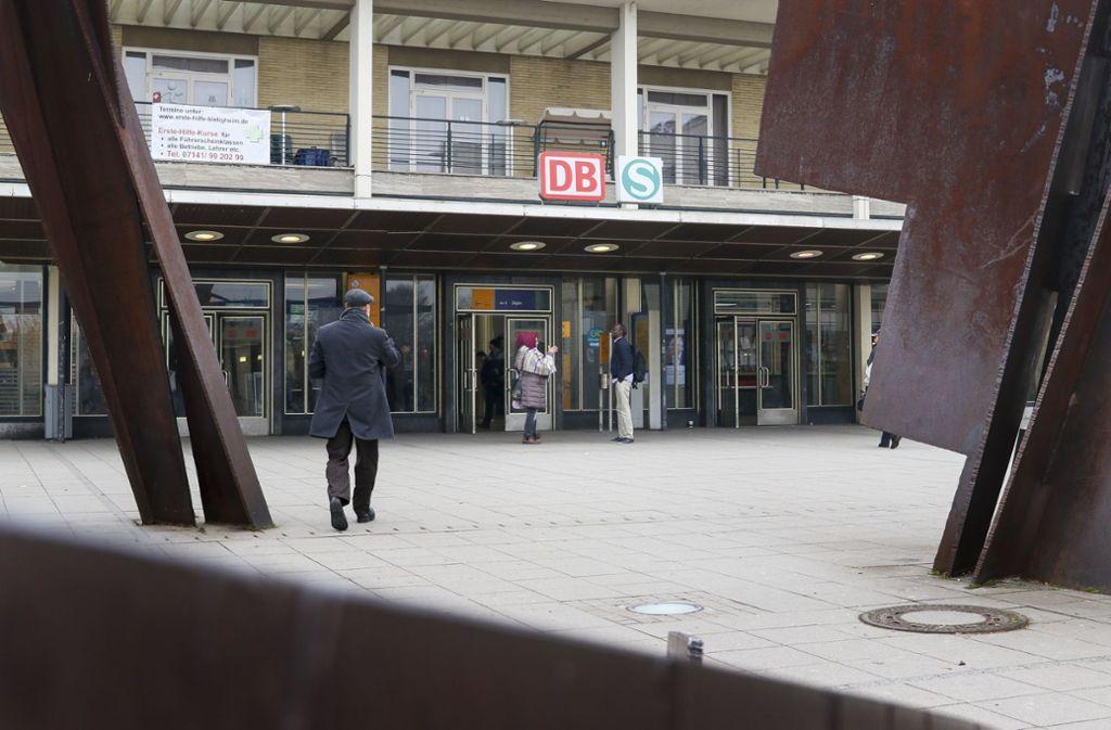 Ein 68-Jährigen hat am Bietigheimer Bahnhof einen Mann mit einer Eisenstange angegriffen. Foto: factum/Granville