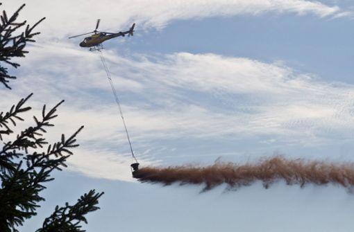 Helikopter kalken den Waldboden