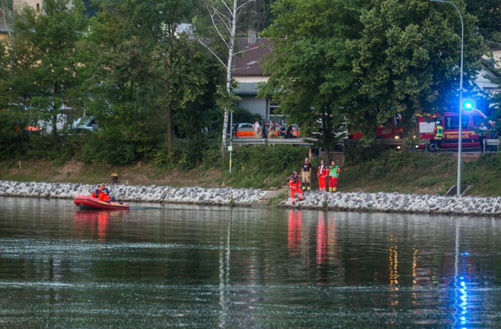 Die beiden jungen Männer konnten sich nicht mehr selbst aus dem Neckar retten. Foto: 7aktuell.de/Simon Adomat