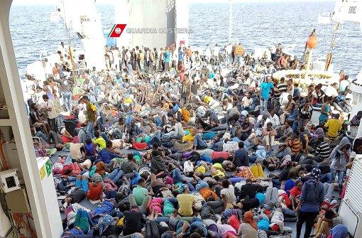1400 Flüchtlinge gerettet - Leichen auf Flüchtlingsboot