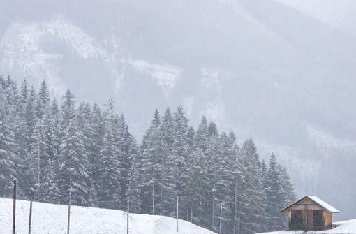 Deutsche Wanderer bleiben im Neuschnee stecken – Rettung per Hubschrauber