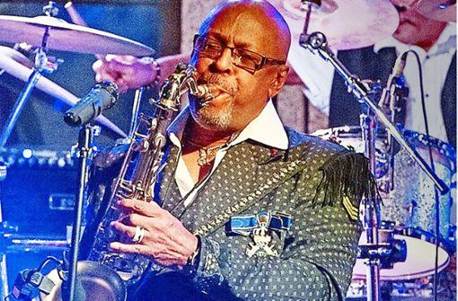 Der Saxofonist von James Brown grillt Würste am Fernsehturm