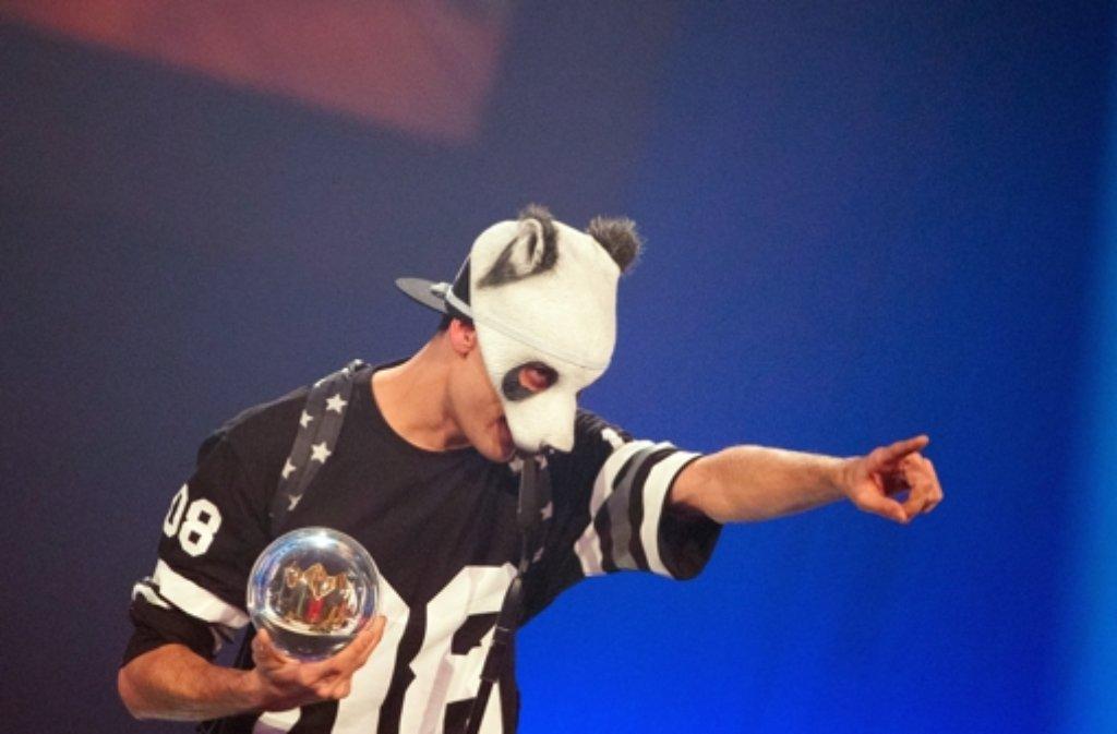 Einer der Gewinner der 1Live Krone-Awards war der Rapper Cro, der gleich zwei Kronen (Bestes Album, Beste Single) absahnen konnte. Foto: dpa