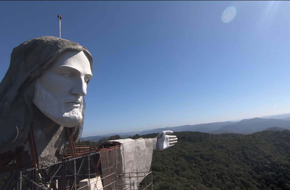 Detailansicht der Statue von Christus, dem Beschützer, die sich im Bau befindet. Foto: Lucas Amorelli/dpa