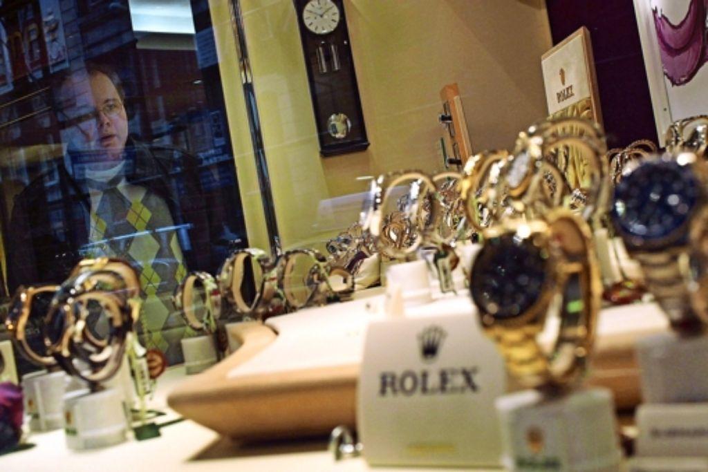 Luxusuhren in einem New Yorker Schaufenster – für viele auch durch Fleiß und Arbeit nicht bezahlbar.  Nie waren die Einkommensunterschiede größer, stellte  eine US-Bundesbehörde  2010  in einer Studie fest. Foto: Getty