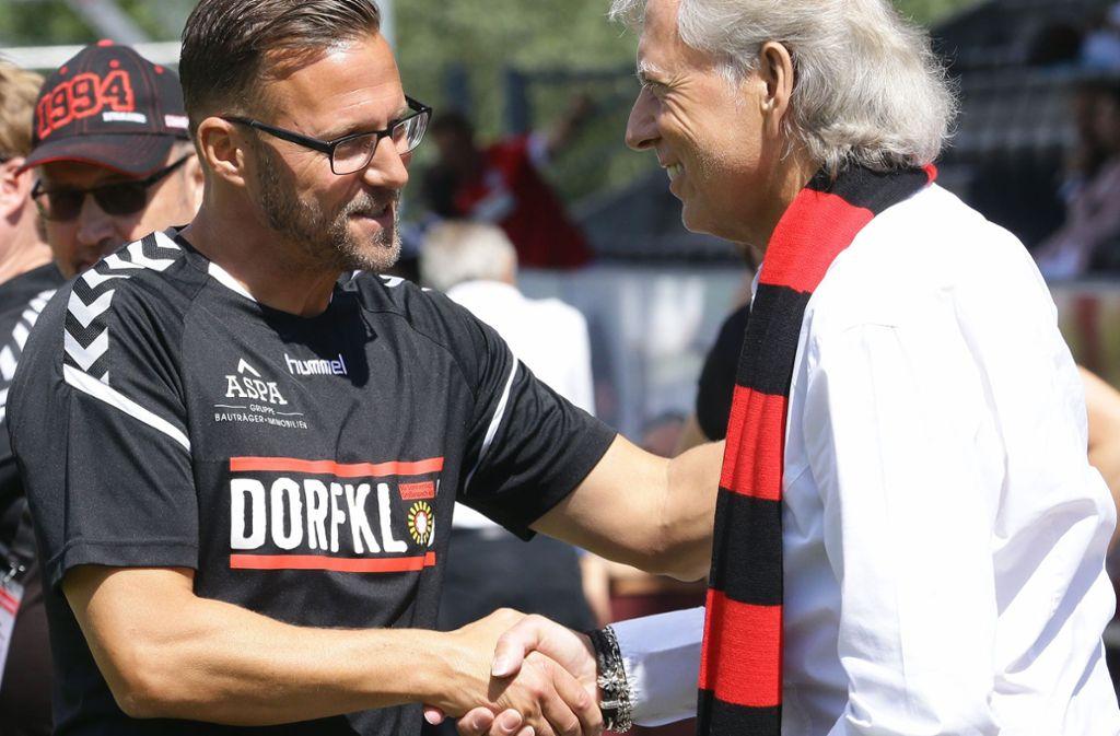 Musste sich bei der SG Sonnenhof Großaspach nach 15 Monaten verabschieden:  Trainer Sascha Hildmann (li, neben Aufsichtsratsmitglied Uli Ferber). Foto: Baumann