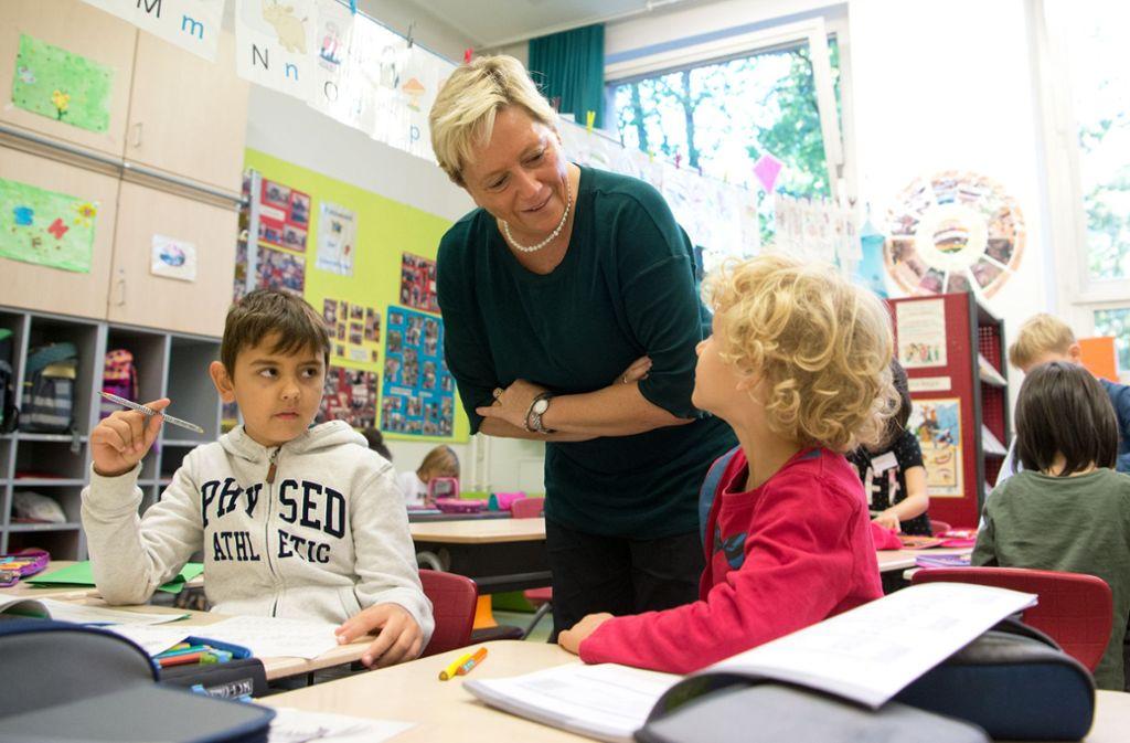 Bildungsministerin Susanne Eisenmann sieht in Baden-Württemberg bis zum Jahr 2030 einen Bedarf von insgesamt rund 10 600 zusätzlichen Lehrerstellen für alle Schularten. Foto: Lichtgut - Oliver Willikonsky