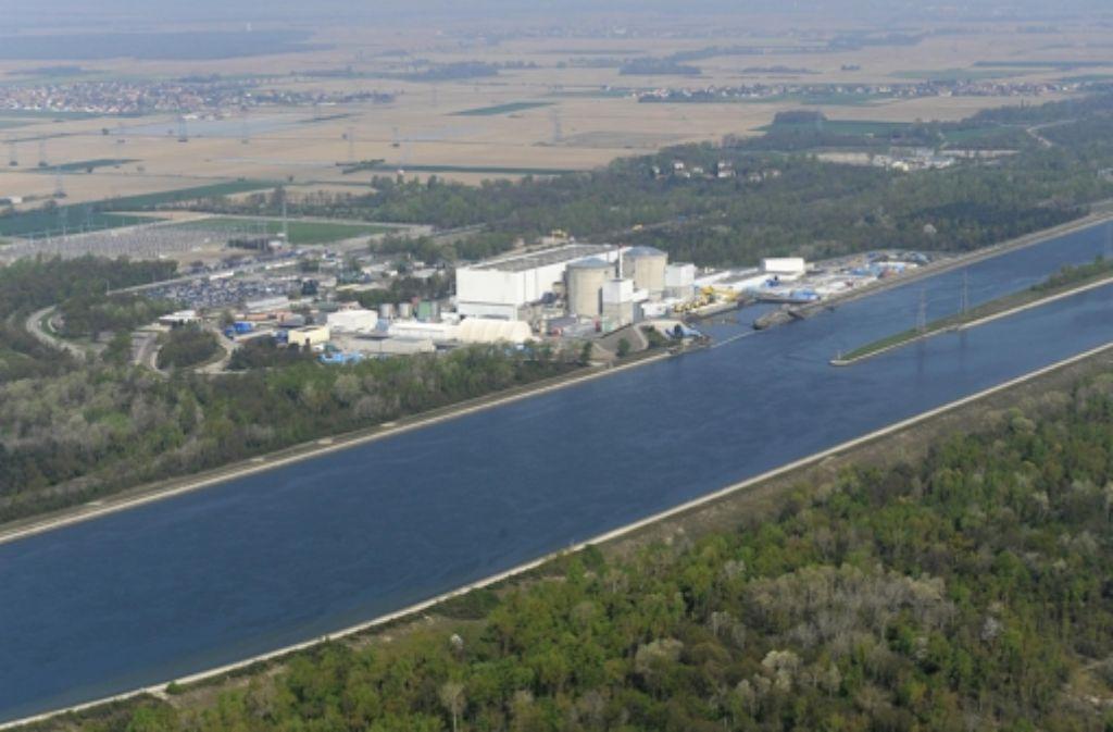 Das Kernkraftwerk Fessenheim liegt am Rhein. Foto: dapd