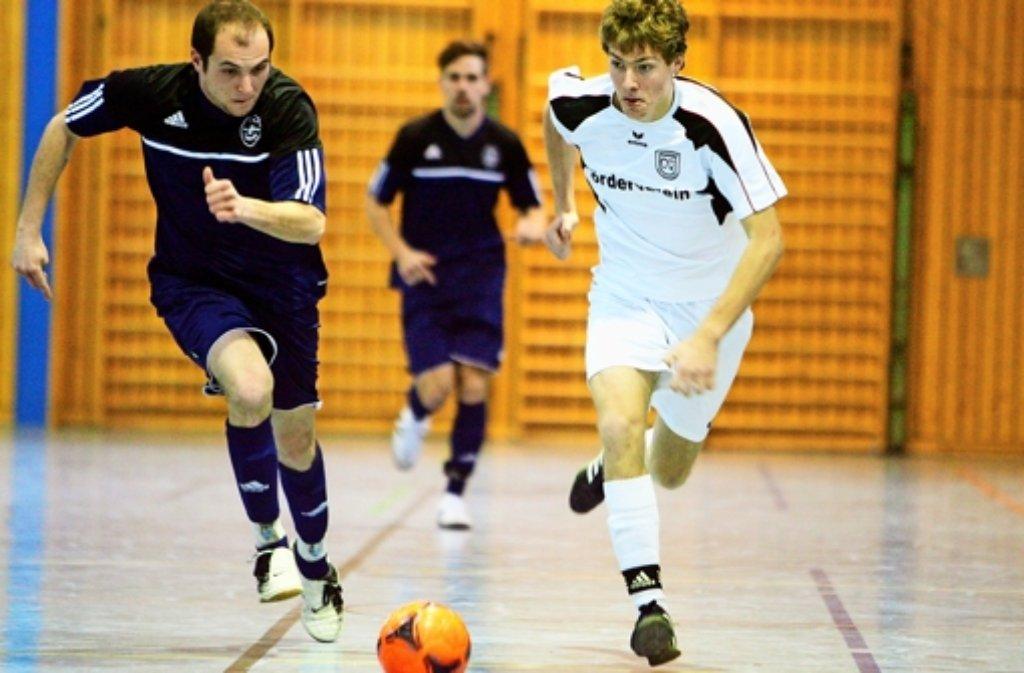 Das direkte Duell entscheidet das Ditzinger Juniorteam (re) für sich – den Titel holt aber am Ende der TSV Flacht (li). Foto: Andreas Gorr