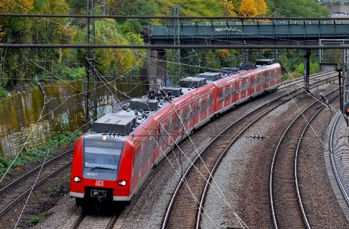 Regionalexpress blockiert das Gleis