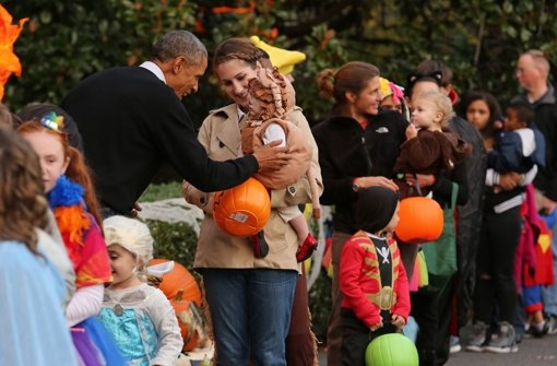 Obamas beglücken Hunderte Kinder