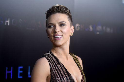 Scarlett Johansson verzaubert im Glitzerkleid
