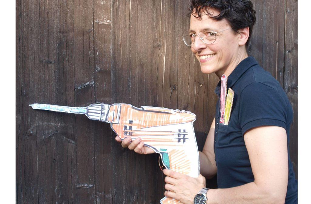 Bloß nicht Dünnbrettbohren! Adrienne Braun mit Bohrmaschine. Foto: Steinhart
