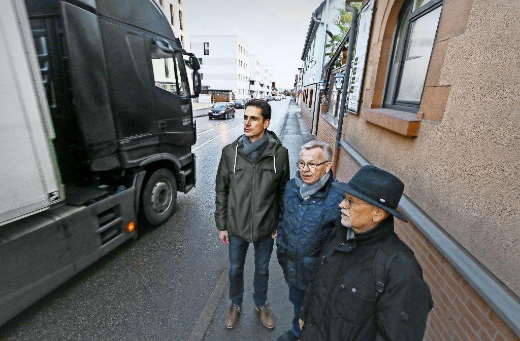 Lastwagen fahren im Minutentakt. Die Horber Straße ist laut, gefährlich, überlastet. Foto: factum/Granville