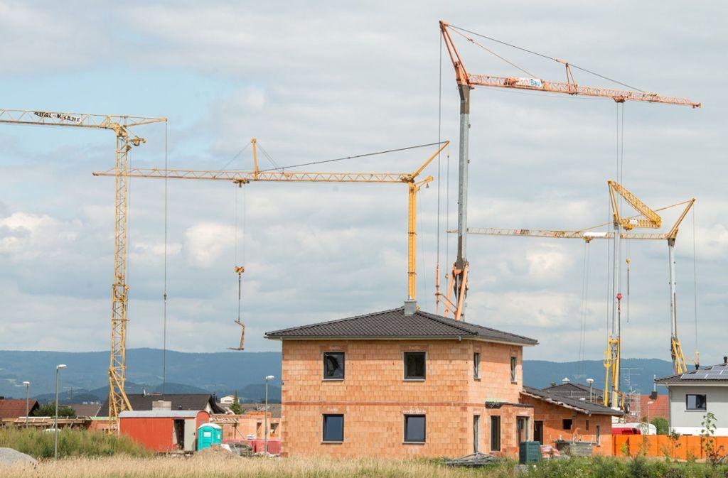 Gibt es genügend Flächen für den Wohnungsbau – und was soll wo gebaut werden? Mit diesen Fragen müssen sich die Kommunen auseinandersetzen. Foto: dpa