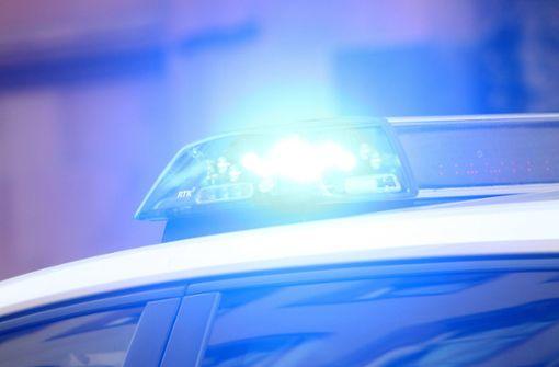 Polizisten beleidigt und Auto demoliert