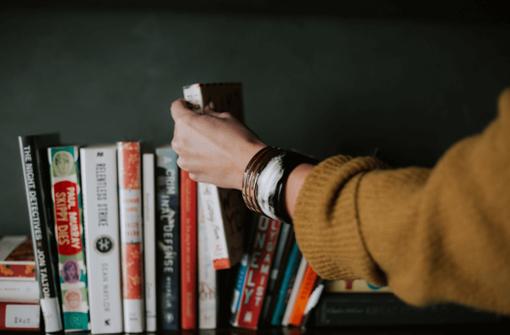 Die Buchläden im Kessel haben zwar geschlossen. Einige Händler haben sich aber etwas einfallen lassen, wie ihr dennoch an Lesestoff kommt.