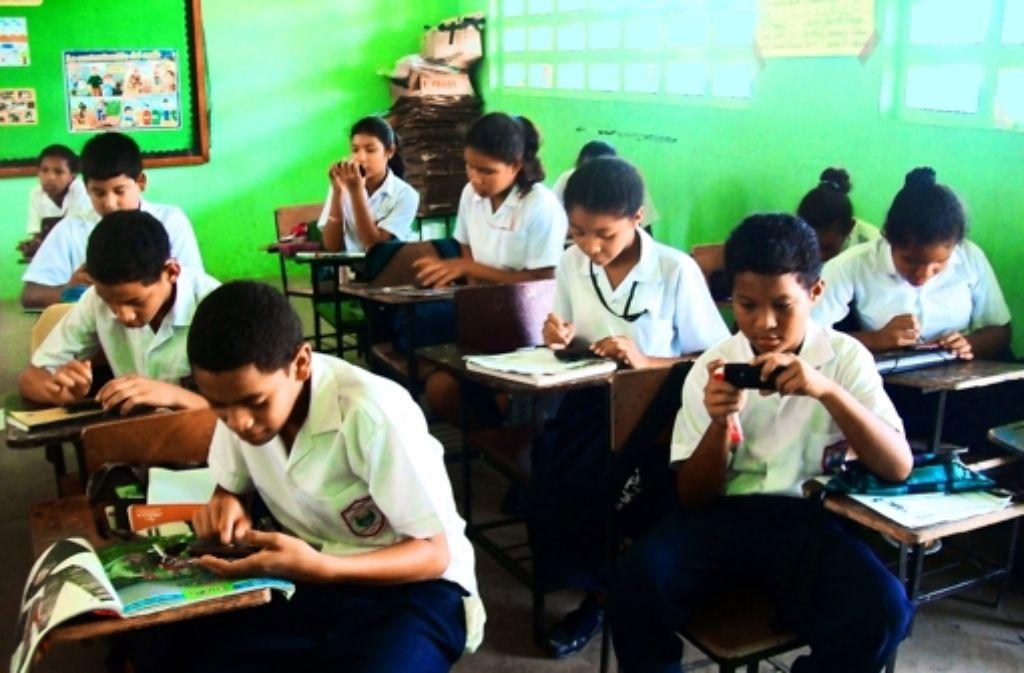 Über Bluetooth miteinander vernetzt: Fünftklässler in einer panamesischen Dorfschule Foto: privat