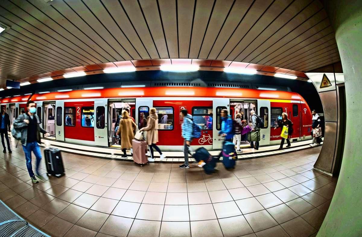 Sollte der Gäubahntunnel kommen, müsste die S-Bahnstation am Flughafen nicht umgebaut werden. Foto: Lichtgut/Achim Zweygarth