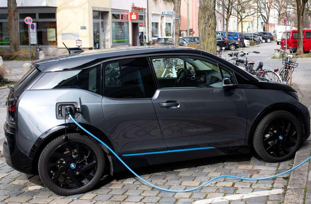 Berechnet die Kommission den Fußabdruck von E-Autos richtig? Foto: dpa/Sven Hoppe