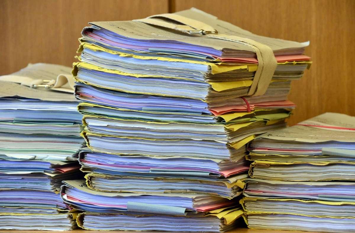 Das Papierzeitalter ist  in der öffentlichen Verwaltung zwar noch nicht zu Ende, doch die Digitalisierung wird  auch hier Fortschritte machen – eine gute Gelegenheit, sämtliche Vorgänge auf einer Plattform zu veröffentlichen, meinen die Befürworter eines Transparenzgesetzes. Foto: dpa/Martin Schutt