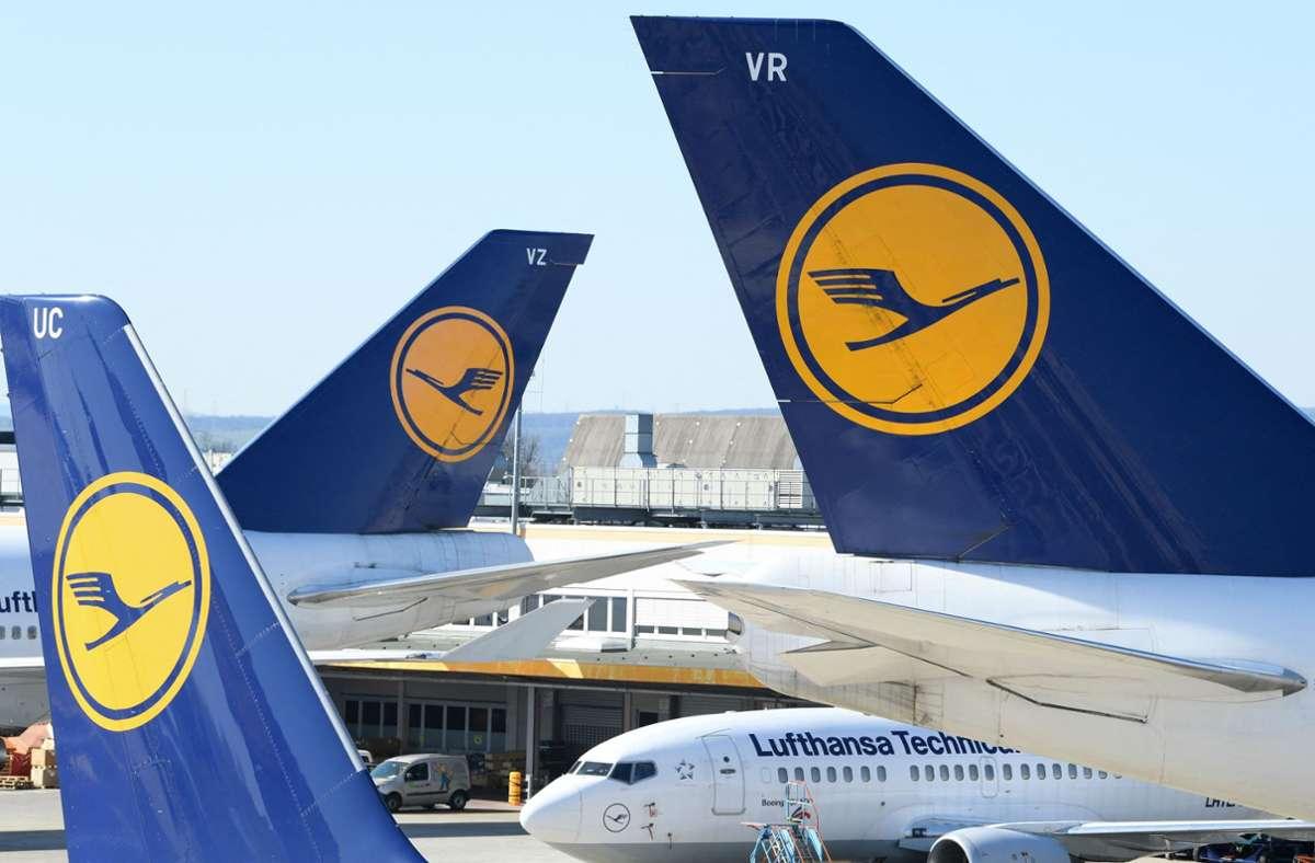 Die Lufthansa möchte,  dass das gesamte fliegende Personal geimpft ist. Foto: AFP/ARNE DEDERT