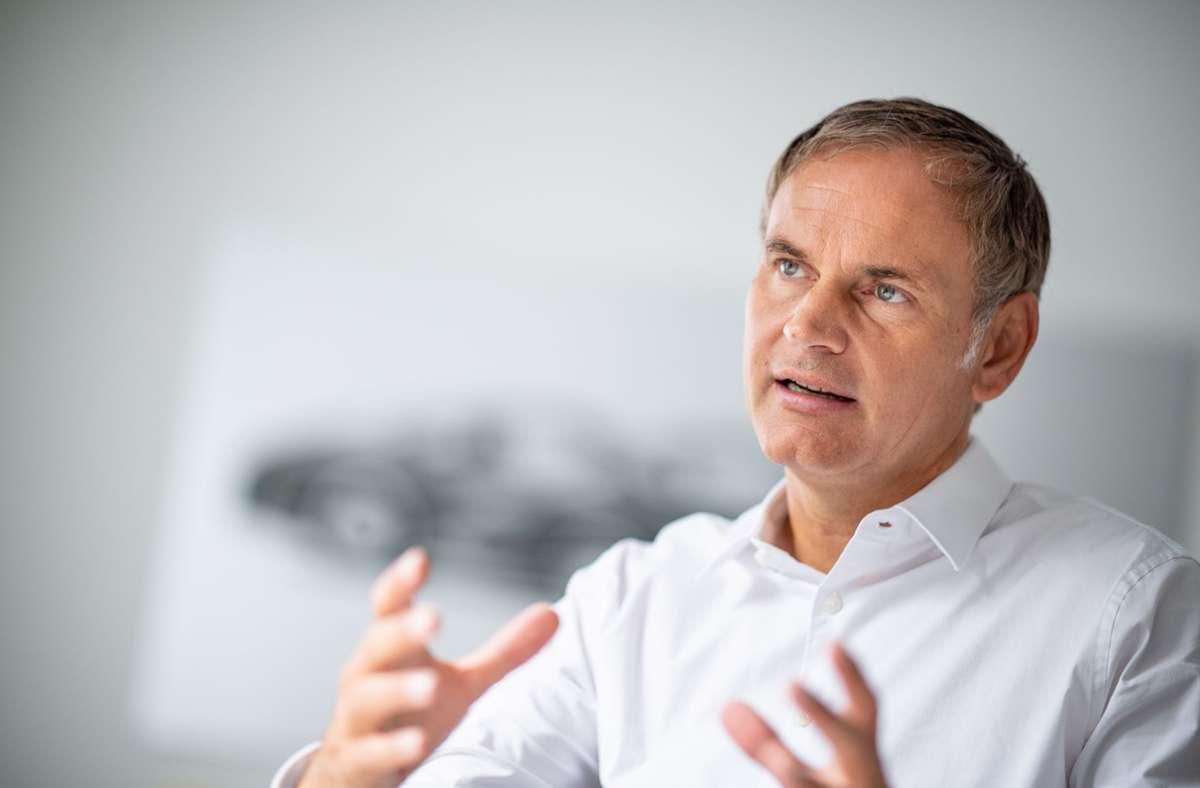 Porsche-Chef Oliver Blume will auch die Bestandsflotte  klimaneutral stellen Foto: picture alliance/dpa/Fabian Sommer