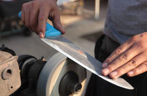 Vermeintliche Messerschleiferin bestiehlt Seniorin