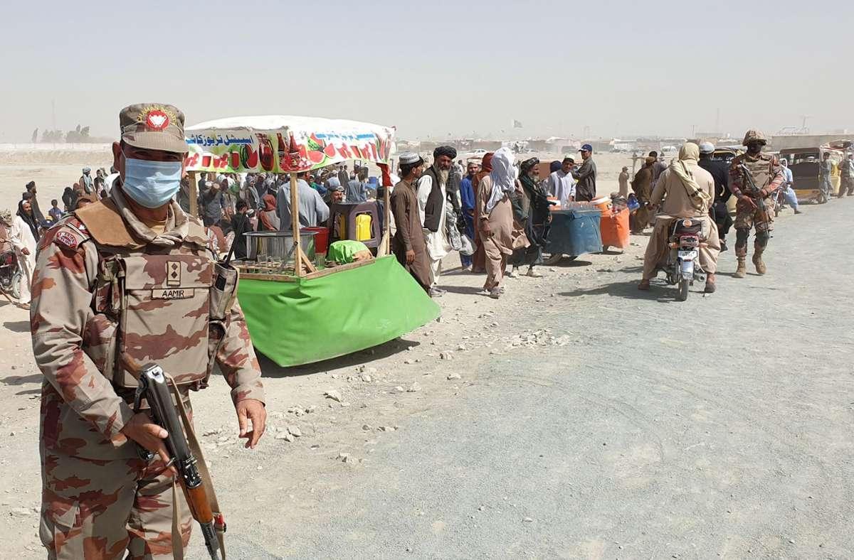 Afghanische Flüchtlinge an der Grenze, nachdem die Taliban vorrückten. Foto: AFP/ASGHAR ACHAKZAI