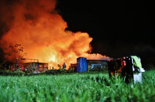 Gartenhäuser in Flammen