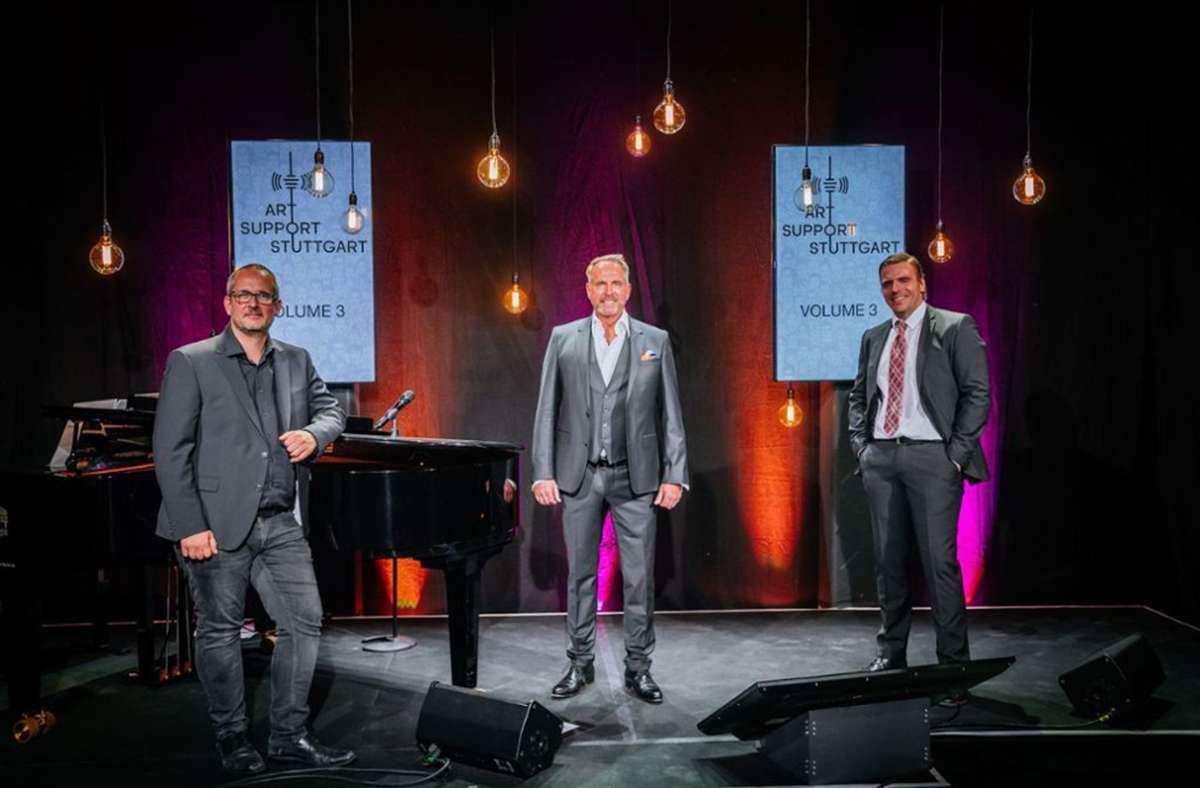 Boris Ritter, Kevin Tarte und Hannes Staffler auf der Bühne von Art Support Stuttgart. Foto: Thomas Niedermüller