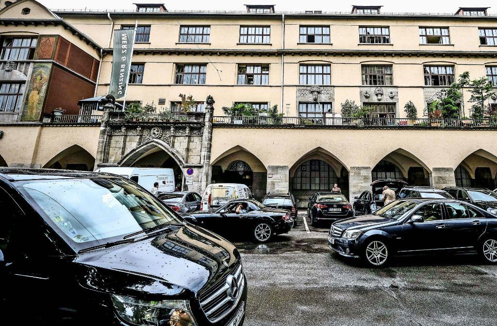 15 Parkplätze vor der Markthalle in der Dorotheenstraße: Händler und Kunden halten sie für unverzichtbar. Foto: Lichtgut/Leif Piechowski