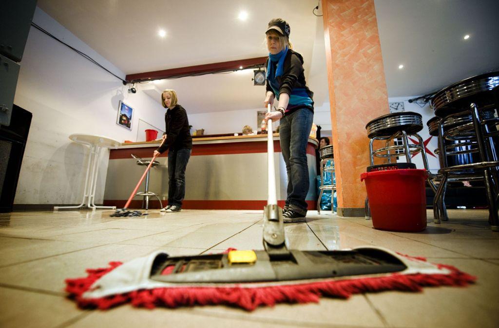 13,42 Euro Stundenlohn für die Reinigungskräfte ist dem Gemeinderat zu viel. Foto: Rudel