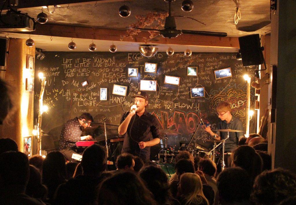 A Forest spielen im Café Galao in Stuttgart. Weitere Bilder vom Samstagabend zeigt die folgende Bilderstrecke. Foto: Jan Georg Plavec