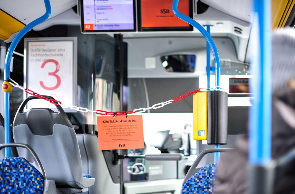Der VVS versucht, die Fahrgäste gegenüber den Fahrern auf Abstand zu halten. Dennoch könnte es im Nahverkehr zu einer Ausdünnung des Taktes kommen. Foto: Lichtgut/Max Kovalenko