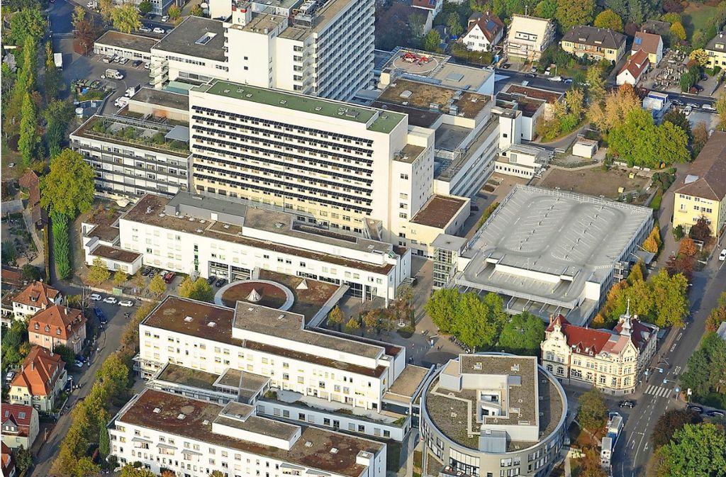 Um das Ludwigsburger Krankenhaus  baulich für die Herausforderungen der Zukunft zu wappnen, soll das Areal neu geordnet werden. Auch die angespannte Verkehrssituation im Umfeld steht jetzt im Fokus der Planer. Foto: Werner Kuhnle